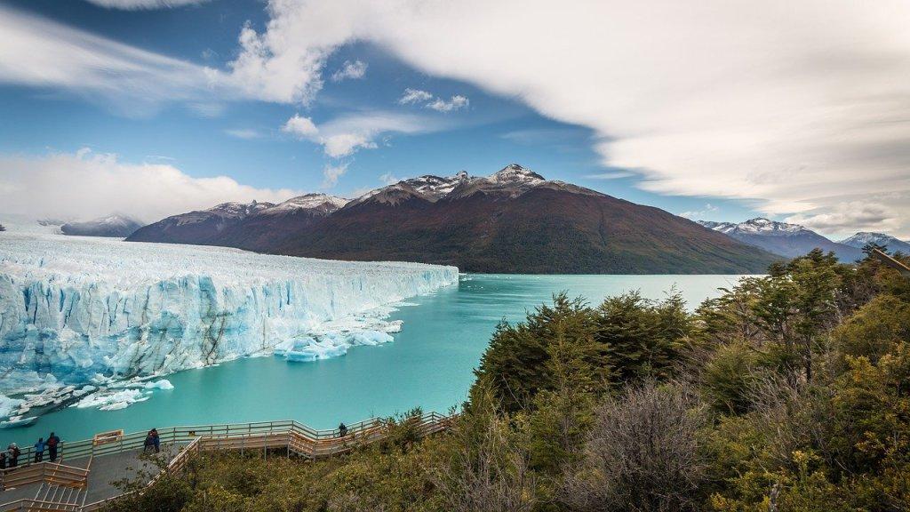 Vista del glaciar Perito Moreno desde las plataformas para turistas